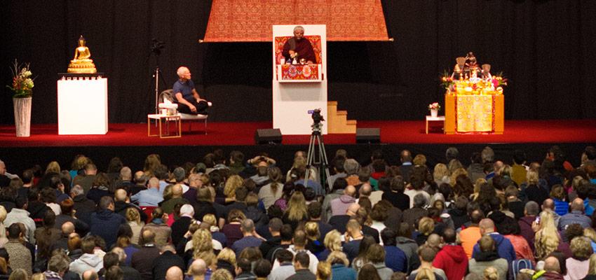 Džigmė Rinpočė duoda įgalinimus Hamburge, Vokietijoje