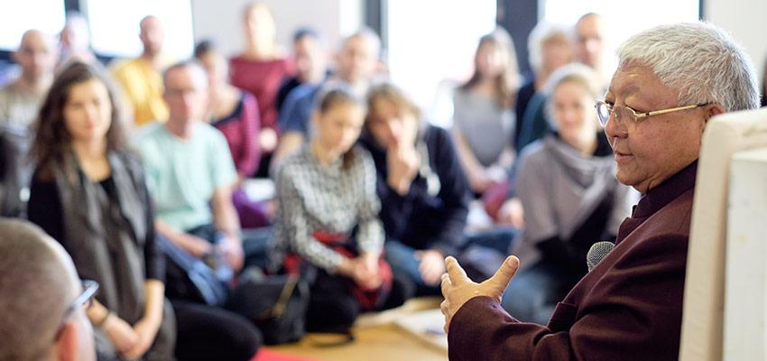 Džigmė Rinpočė moko Prahos Deimantinio kelio budizmo centre