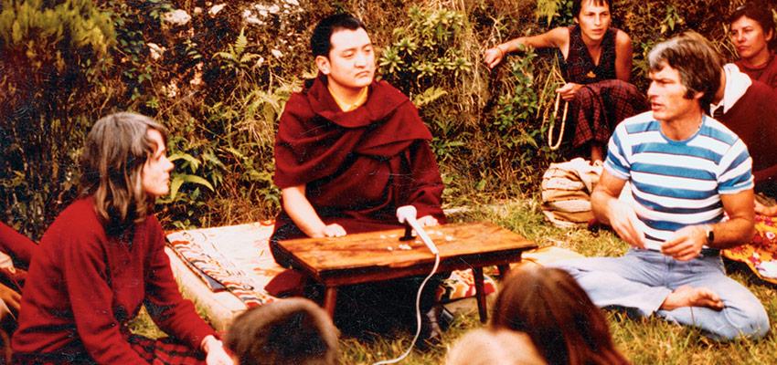 Šamaras Rinpočė moko 70-ųjų pradžioje, su Hana Nydahl (kairėje) ir Lama Ole Nydahlu
