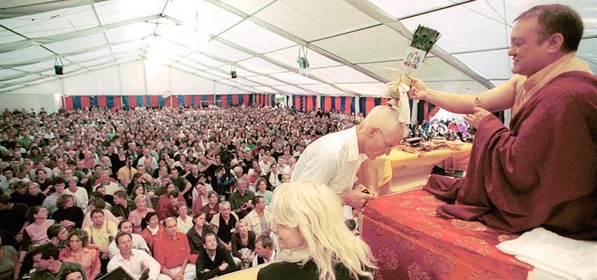 Šamaras Rinpočė laimina Lama Olę Nydahlą 2001 m.