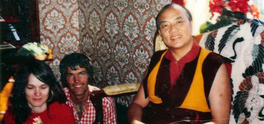 Jo Šventenybė XVI Karmapa (dešinėje) su Lama Ole Nydahlu (viduryje) ir Hana Nydahl